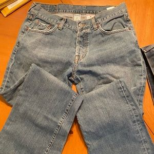 Lightly used Lucky Jeans 31 slim bootleg